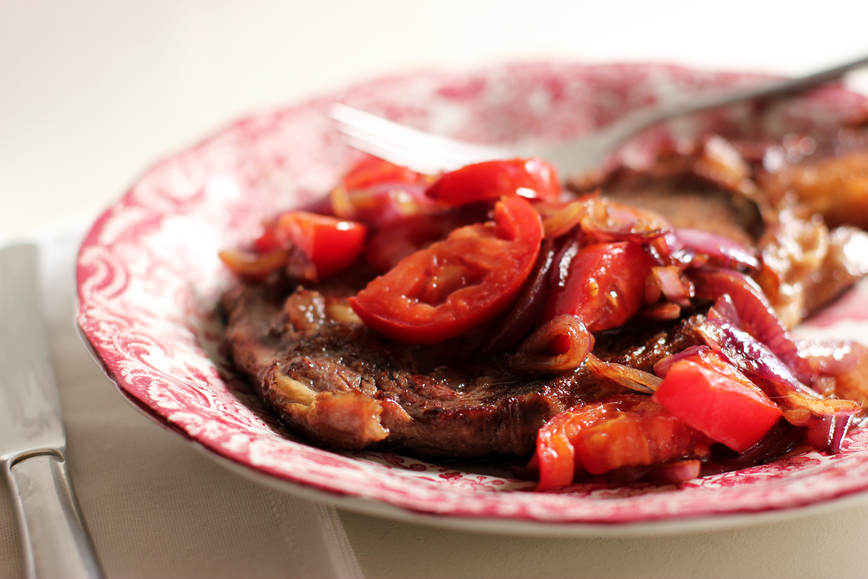 Steak+With+Tomatoes+And+Onions Charolais Steak with Tomatoes and ...