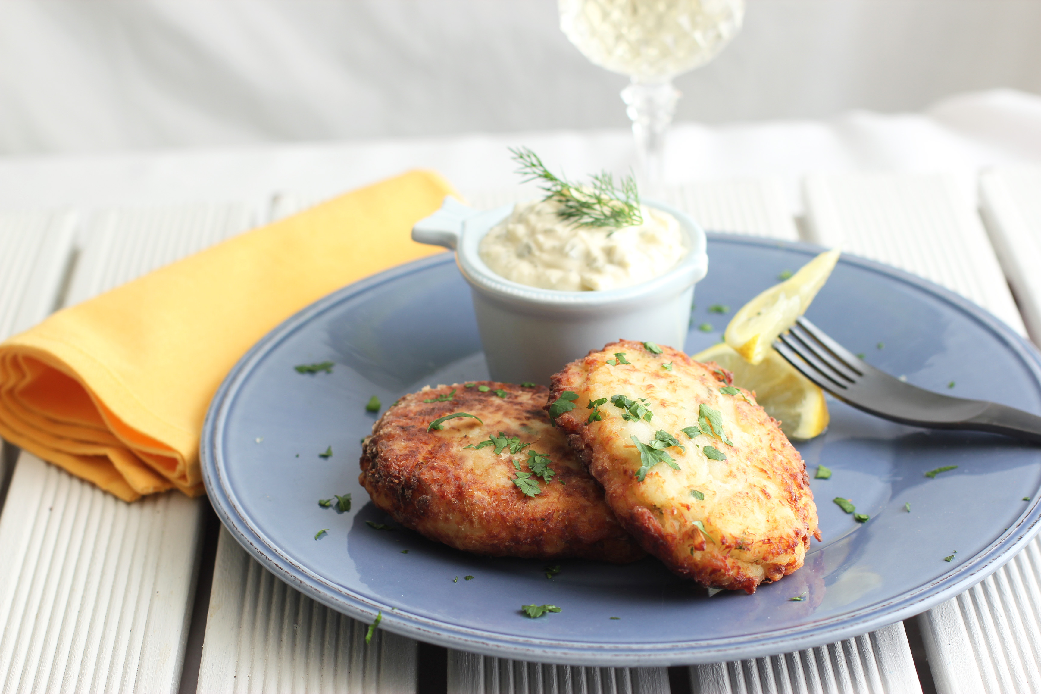 The perfect fish cake with homemade tartar sauce cooking for How to make fish patties